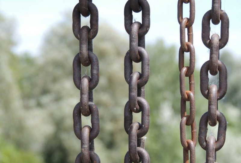 4 heavy chains in a row